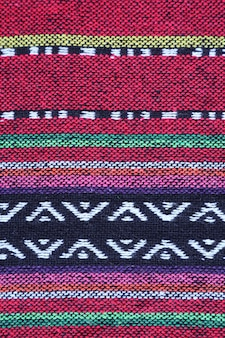 カラフルなタイ北部地域の織物の水平パターン