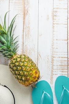 白地にトロピカルフルーツパイナップル女性ハットブルースリッパ