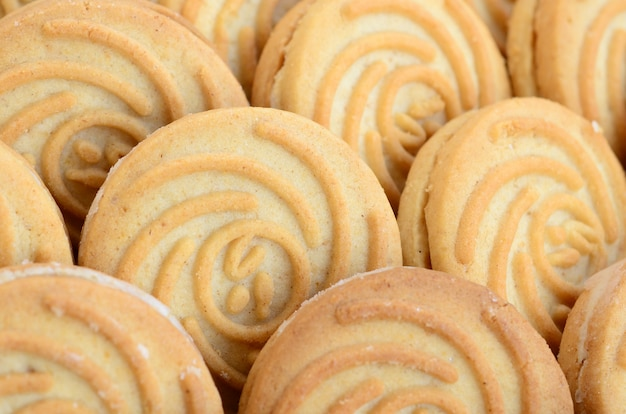 ココナッツの詰物とラウンドクッキーの数が多いのクローズアップ