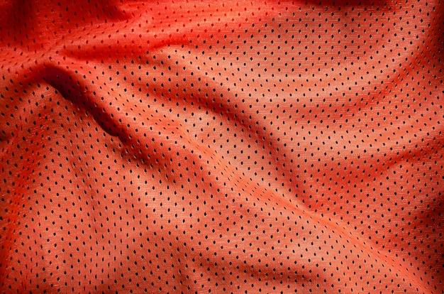 赤いポリエステルナイロンスポーツウェアパンツのクローズアップ