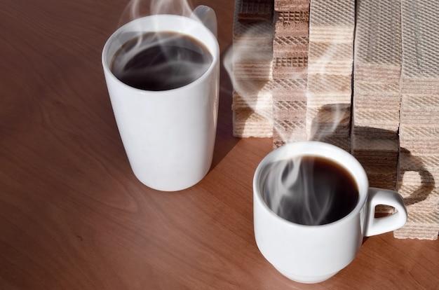 コーヒーカップとワッフル