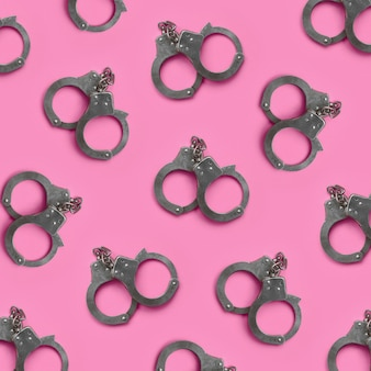 緊縛とセックスゲームのコンセプトです。ピンクの多くの手錠