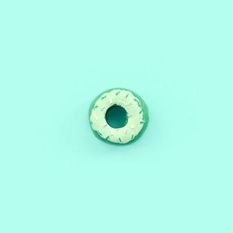 単一の小さなプラスチック製ドーナツ