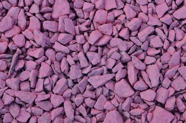 ピンクに塗られた砕石の山のテクスチャ
