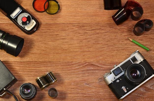 古い写真機材のある静物