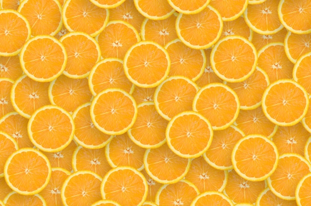 オレンジ色の柑橘類のスライスのパターン。シトラスフラットレイ