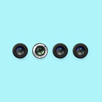 ファッションパステルブルーのカラーペーパーの質感の上に閉じた絞りを持ついくつかのカメラレンズ