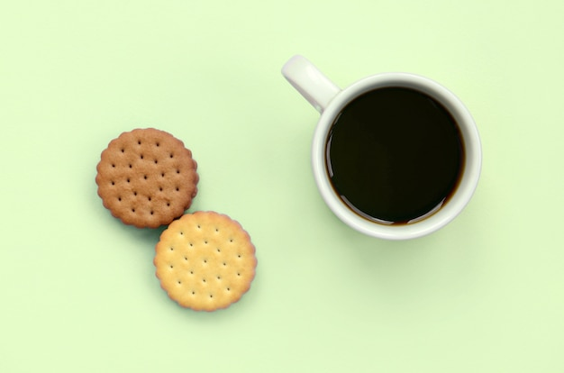 Композиция для кофе-брейков с плоским слоем и сэндвич-печеньем