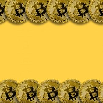 コピースペースの背景を持つ多くの黄金のビットコイン。暗号通貨マイニングのコンセプト