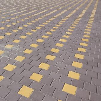 町の広場の石畳の道