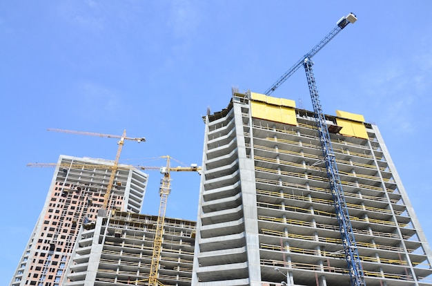 建設現場。建設中の高層の高層ビル