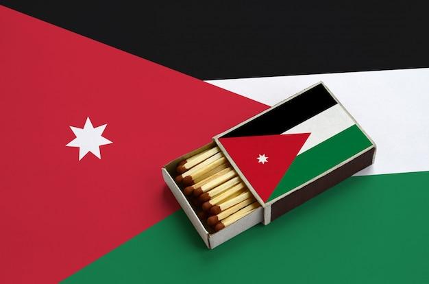 ジョーダンの旗は、マッチで満たされ、大きな旗の上に横たわっている開いているマッチ箱に表示されます