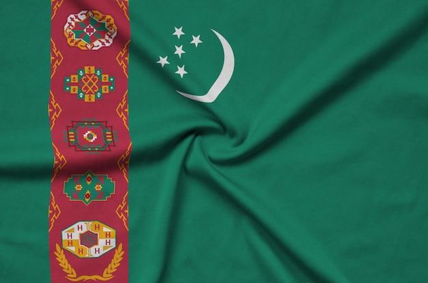 トルクメニスタンの旗は、多くのひだのあるスポーツ布の生地に描かれています。