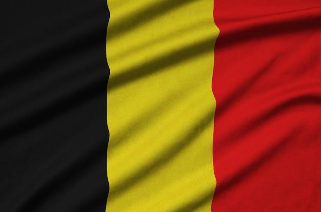 多くの折り目を持つベルギーの旗。