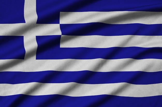 多くの折り目を持つギリシャの国旗。