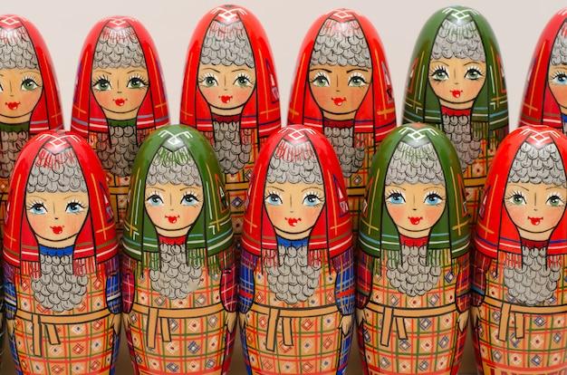 マトリョーシカ。民族衣装の人形がたくさん