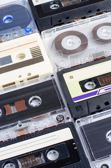 Много старых аудиокассет