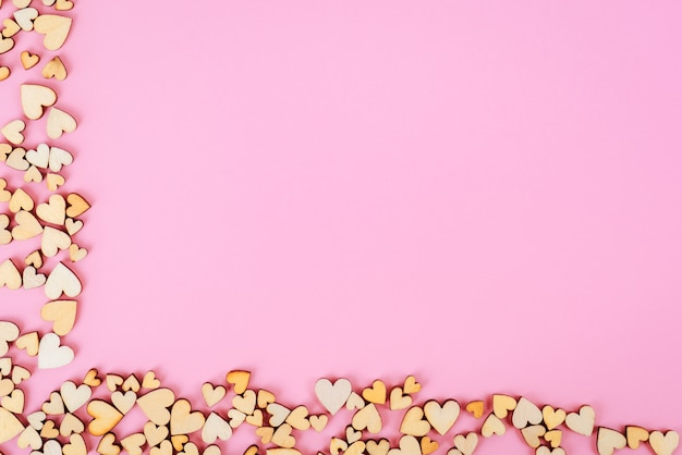 Святого валентина фон сердце снизу и слева. цвет розовый.