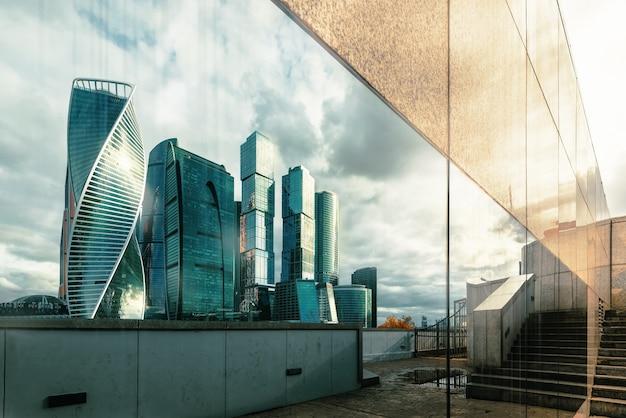 Отражение московский международный бизнес центр, москва россия.