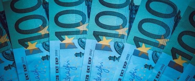 ユーロマネー。ユーロ現金の背景。ユーロマネー紙幣。青い光のスタイル。