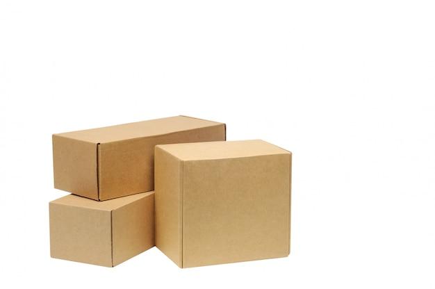 白の商品の段ボール箱