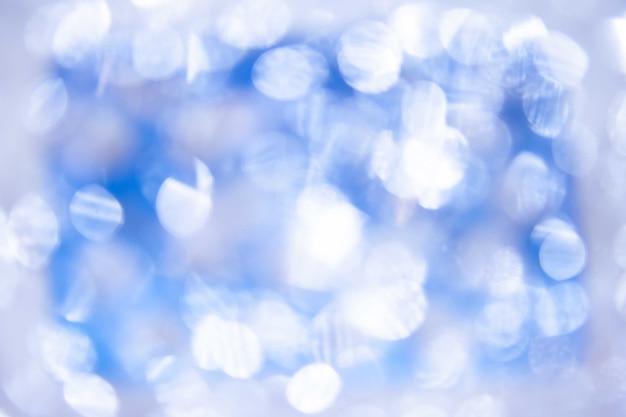 青い背景にはぼやけたライト、青い背景にはライトが付きます。フィルタリングされた色。