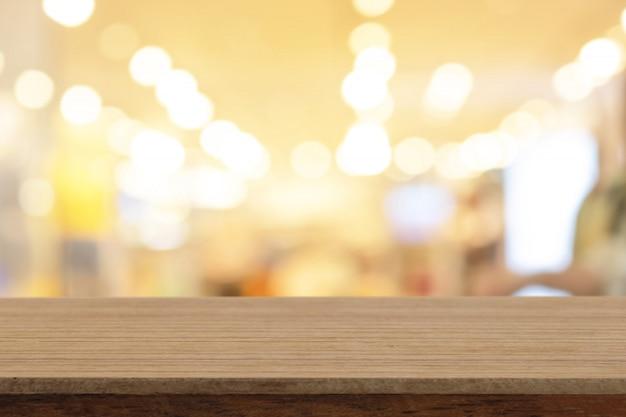 ぼかし背景の上に上の視点空の白い木製のテーブル