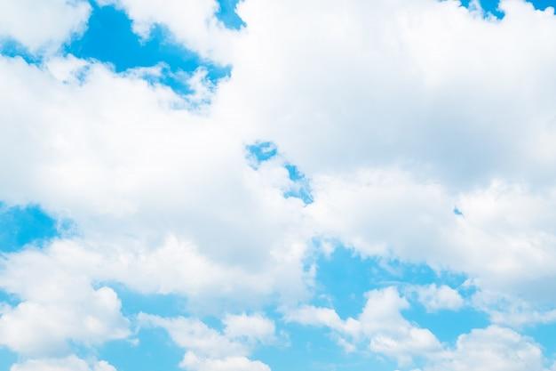 背景の美しい青い空雲。