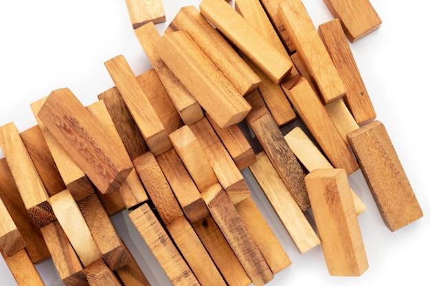 木製の質感、自然な木製のブロックのおもちゃを閉じる
