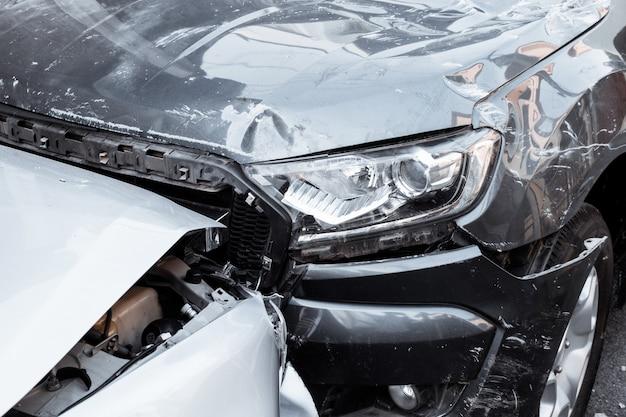 路上での自動車事故