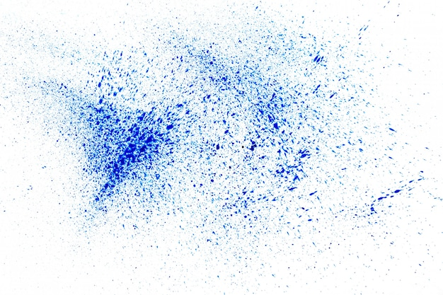Синий порошок на белом фоне