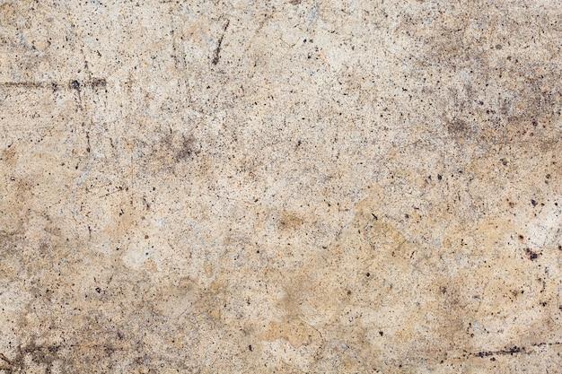 背景の灰色のコンクリート壁