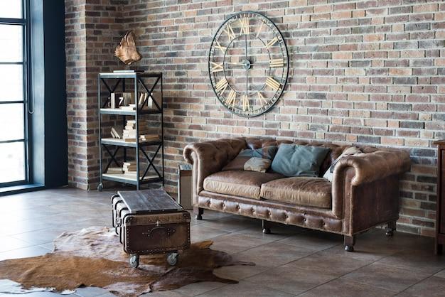 革のソファとビンテージインテリア