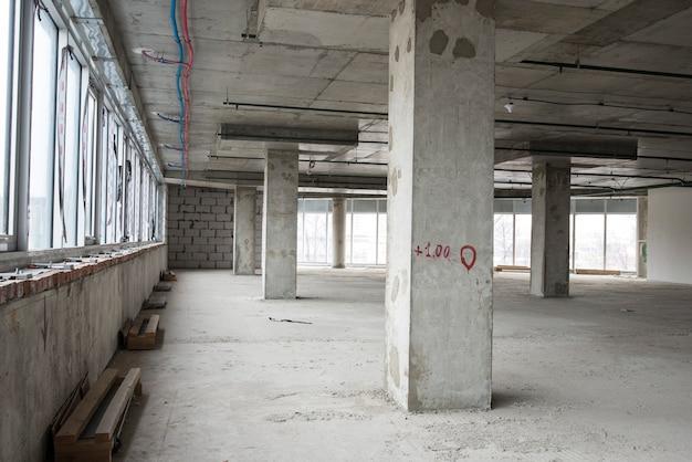 建設中のビジネスセンターのインテリア