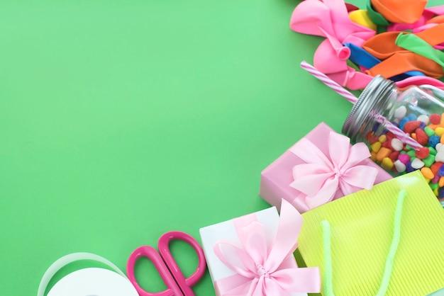 ボールキャンディカクテル素材のギフトボックスのお祝いコンポジションセット。