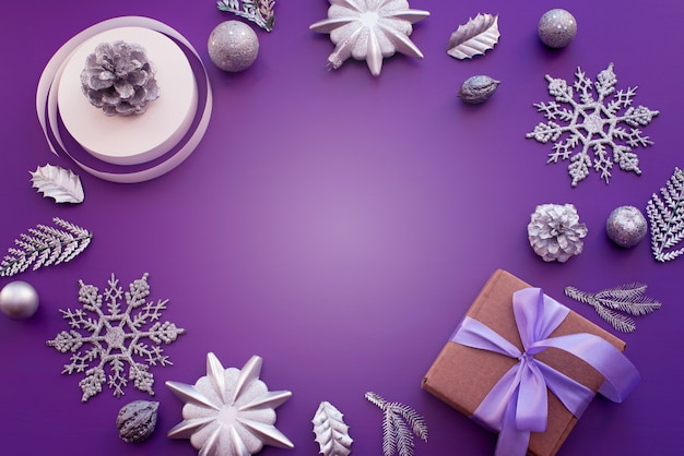 クリスマスの装飾のための装飾的なフレーム構成。