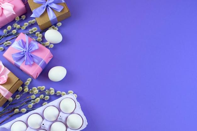 イースターは枝の尾状花序と白いギフトボックスを設定します。白い卵。