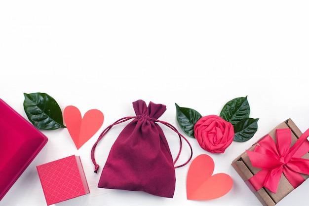 Подарочная коробка, упаковка аксессуаров, косметика