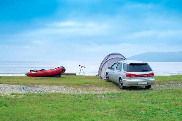 海の風景夏旅行機テントゴムボート海岸線地平線空と雲