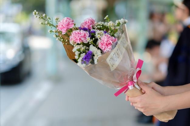 お祝いの花束。