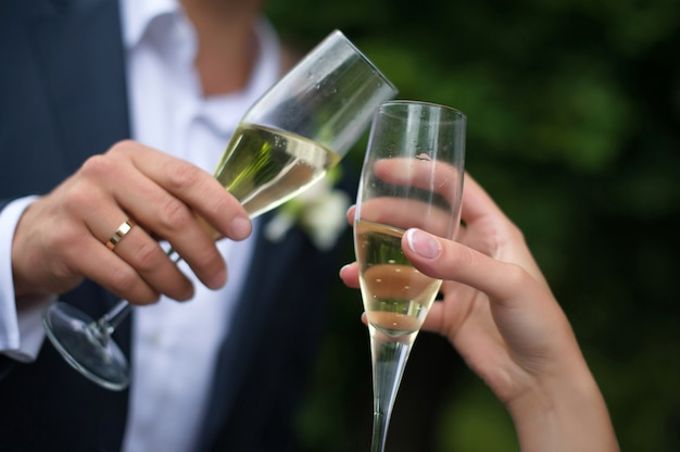 クローズアップの結婚式のメガネ