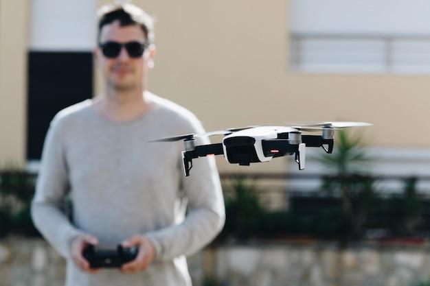 Запустить и посмотреть квадрокоптер, дрон