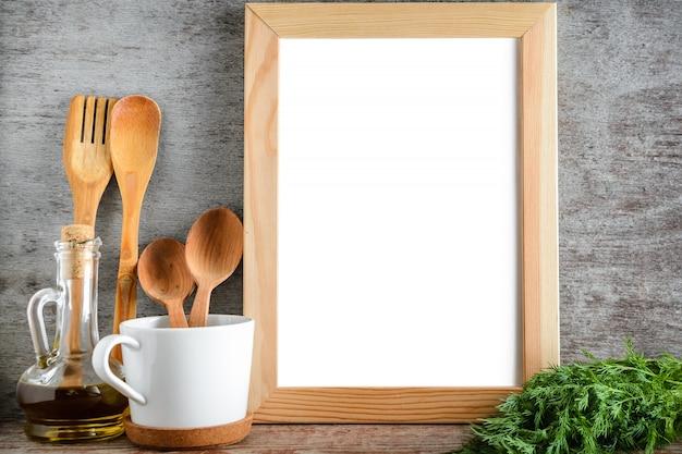 台所の部屋でフレーム写真用品とオリーブオイルをモックアップします。