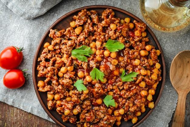 豚肉とひよこ豆のチリ