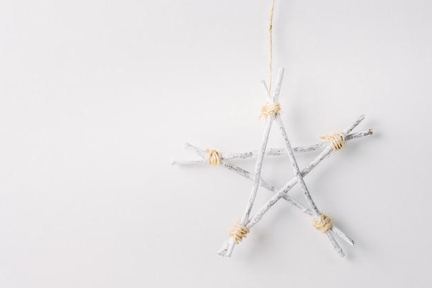 木の棒の手作りの装飾的な星
