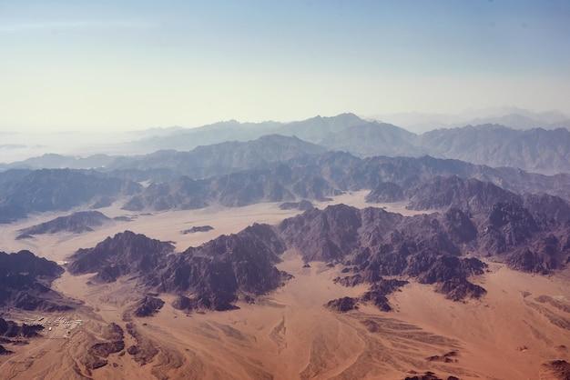 Пейзаж вид на горы в закат