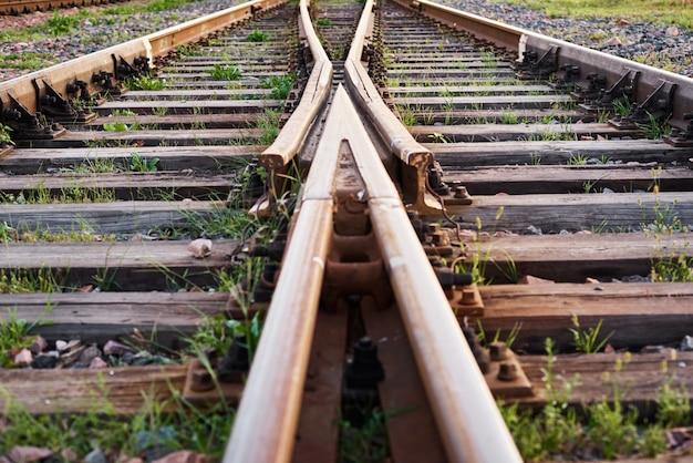 Два железнодорожных пути сливаются воедино