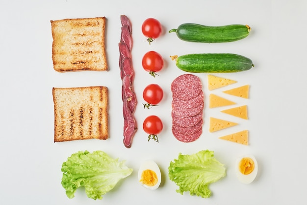 白い背景、上面のサンドイッチ材料