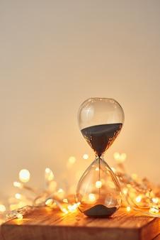 ボケの砂時計とお祝いガーランドライト