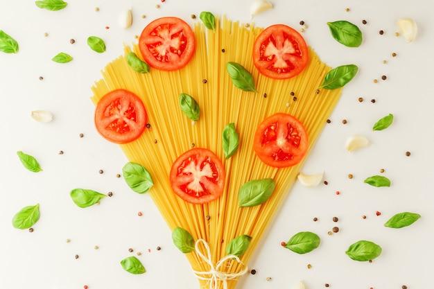 スパゲッティとスパイスの花束
